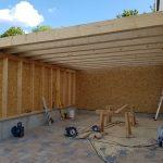 Carport mit Holzfassade